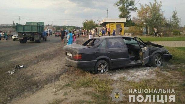 Моторошна ДТП на Харківщині: Легковик на шаленій швидкості протаранив зупинку, є жертви