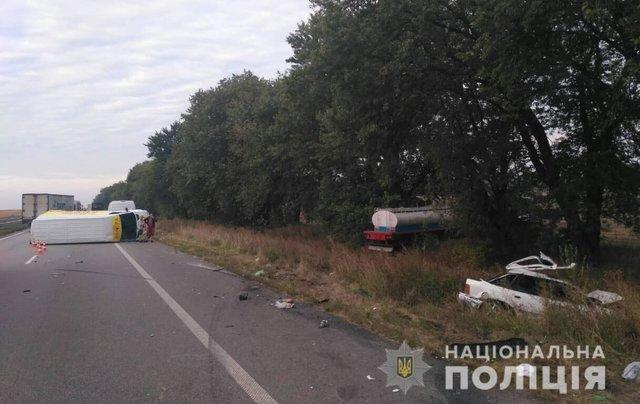 Легковик перетворився на купу брухту: У Полтавській області сталося потрійна ДТП