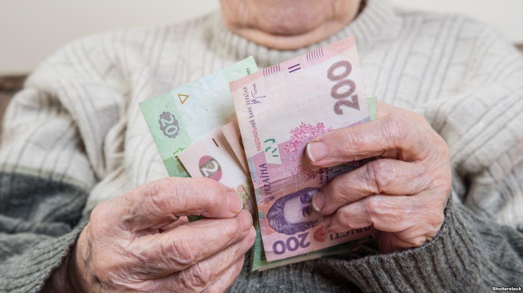 """Новий """"податок"""" на пенсію: скільки доведеться платити простим українцям"""