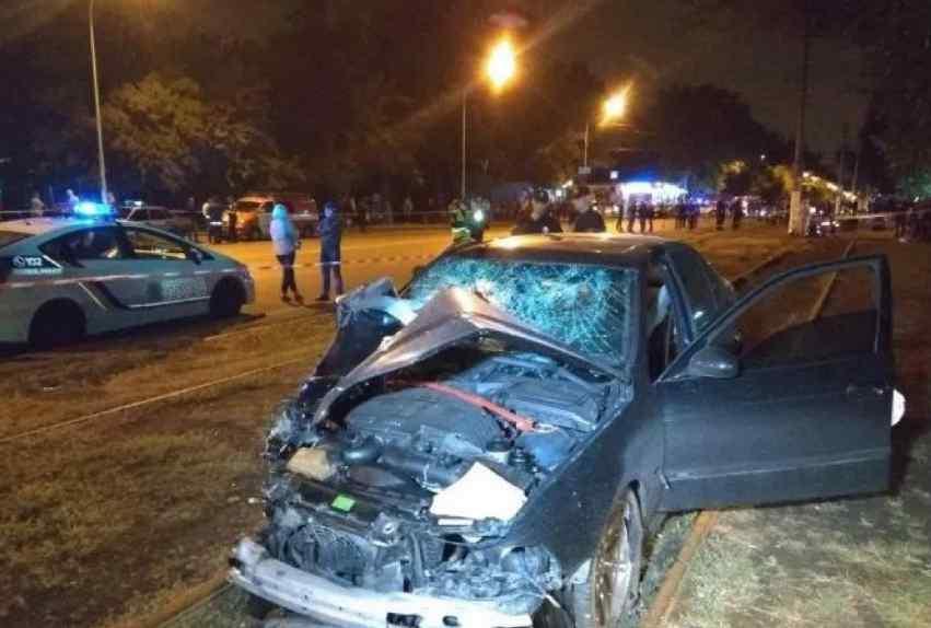 Ледь не влаштували самосуд над водієм БМВ: очевидці розповіли подробиці жахливої ДТП в Одесі