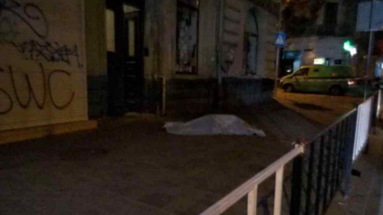 У квартирі був ще хтось? У центрі Львова дівчина розбилась насмерть