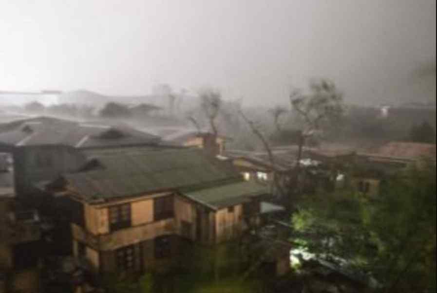 Стихія наближається до густо населених пунктів: грунтом та камінням завалило 28 осіб