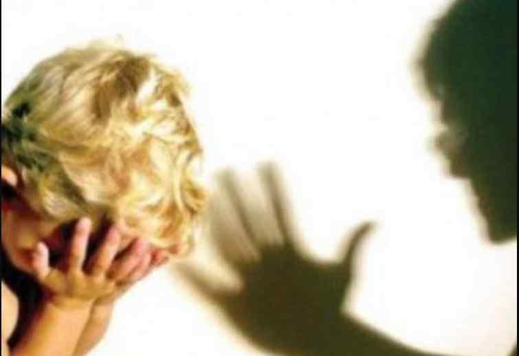 """""""Крики не припинялися 2 дні"""": Жінка систематично знущалася над своєю дитиною"""