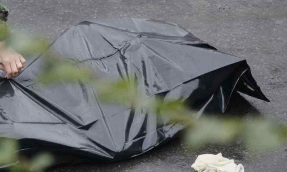 Безглузда смерть: хлопець вбив сам себе, забираючи їжу з вікна фастфуду