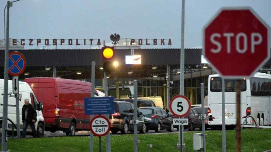 """Готуйтесь до кілометрових черг! На кордоні з Україною польські митники почали """"тихий страйк"""""""
