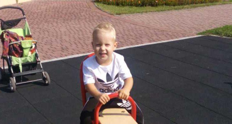 Важка хвороба повністю змінила його життя: Батьки Дмитрика благають про допомогу, щоб вилікувати сина
