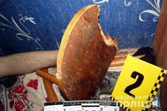 Бив дерев'яним стільцем: На Хмельниччині батько жорстоко вбив власного сина
