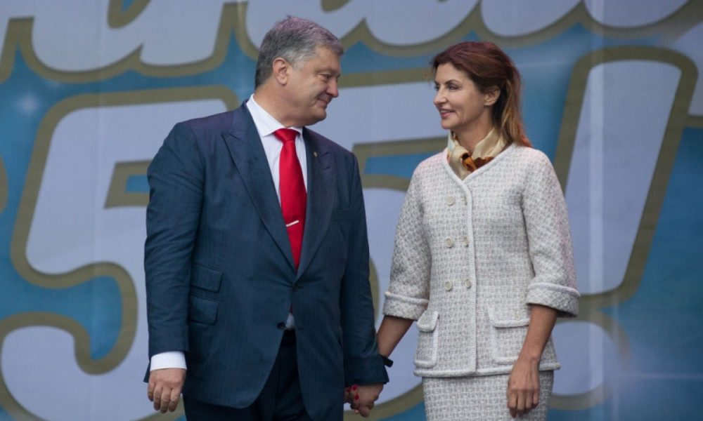 Після пристрасного поцілунку Порошенко отримав шквал критики