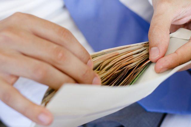 Вже з 1 січня українці отримуватимуть більше: Гройсман озвучив розміри нової  мінімальної зарплати