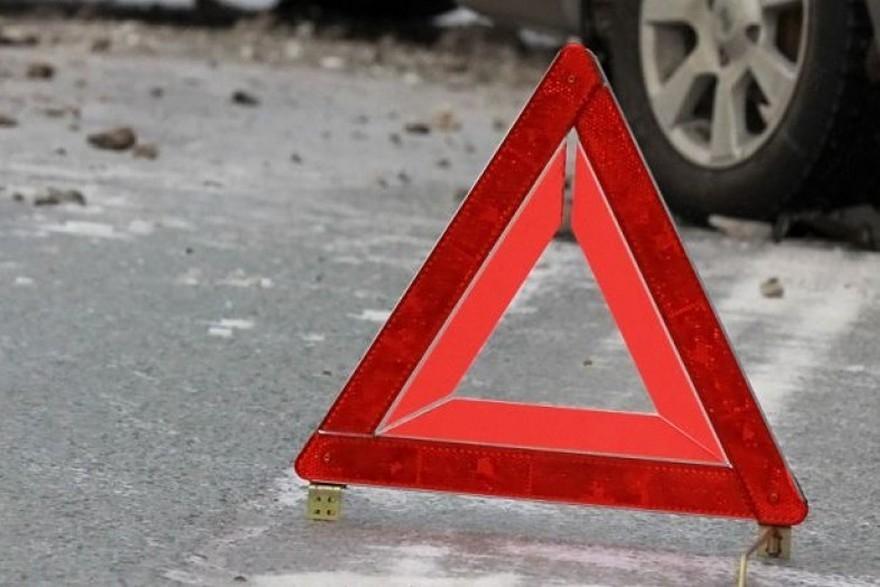 Не впорався з керуванням: легковик насмерть збив 60-річного водія мопеда