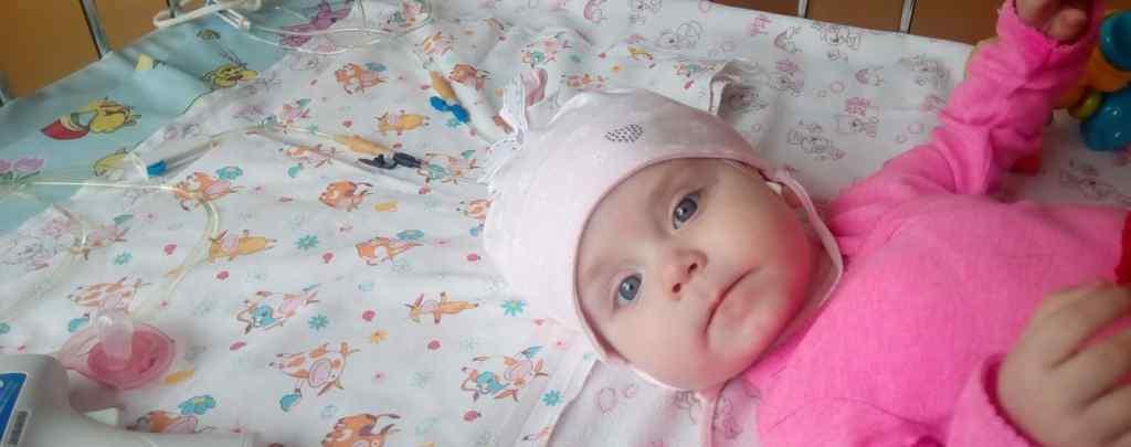 Їй лише 6 місяці, а вона вже перенесла 14 операцій: Крихітка Єва потребує вашої допомоги