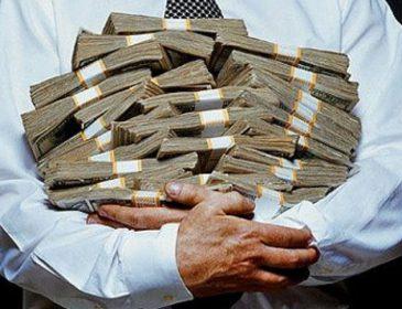 Підвищення зарплат та пенсій: коли та на скільки розбагатіють українці