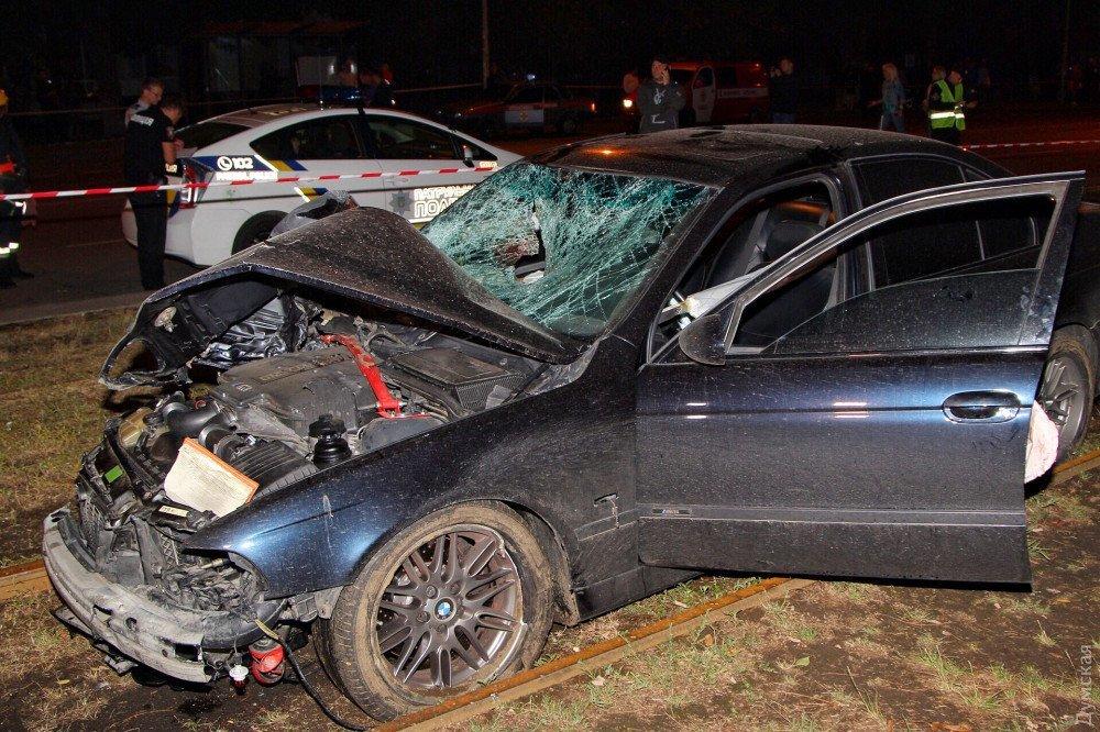 В Одесі BMW врізався в зупинку з людьми: багато загиблих та постраждалих (ФОТО 18+)