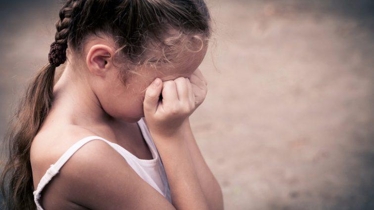 """""""Душили і погрожували проломити череп"""": В Рівному старшокласниці жорстко поглумились над 10-річною дівчинкою"""