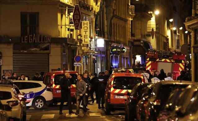Невідомий з ножем влаштував різанинуи у великому місті: поранені туристи
