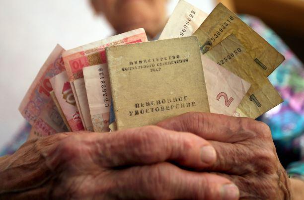 Українцям перерахують пенсії за новою формулою: кому пощастить та скільки отримають пенсіонери