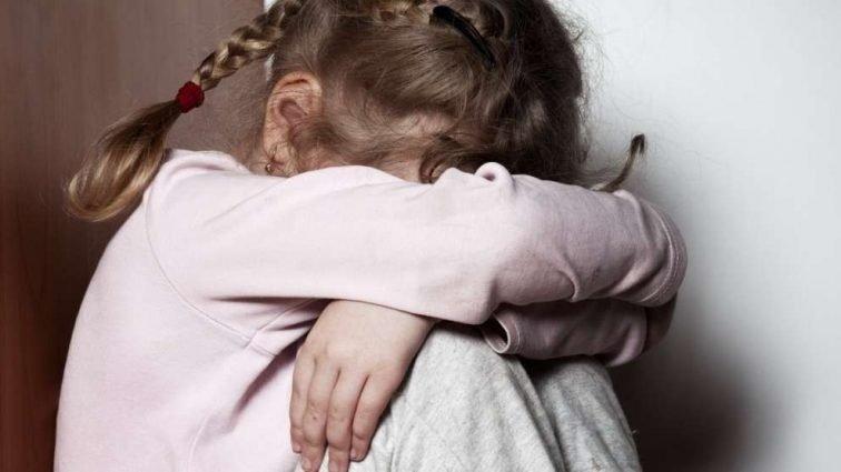 Все тіло в гематомах: У Полтаві тренер жорстоко побила 8-річну дівчинку