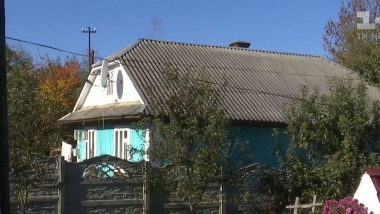 Замість спеленати хлопчика, мати дістала ніж і вбила його: З'явилися моторошні подробиці вбивства немовляти на Івано-Франківщині