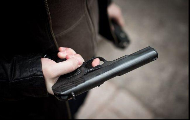 Вистрілив собі в живіт з нагородного пістолета: депутат Київради намагався накласти на себе руки