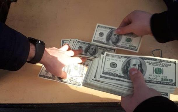 Вимагав 3 тисячі доларів: в Одесі на хабарі затримали впливового чиновника