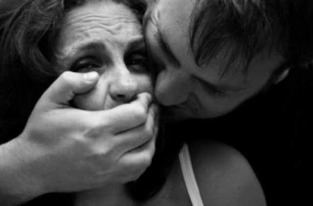 Поверталась додому з дня села: На Полтавщині молодий чоловік жорстоко зґвалтував жінку
