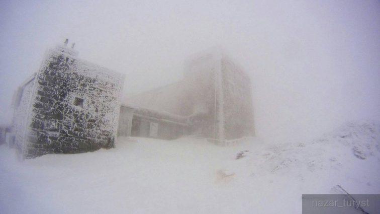 Рятувальники б'ють на сполох: Карпати замело снігом, перші подробиці та фото