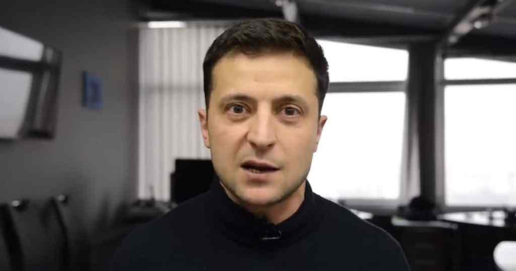 """""""Ідіть в…"""": Флешмоб Зеленського проти політиків набирає популярності"""