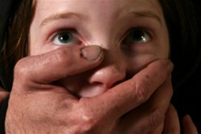 Тривалий час не давав дитині проходу: В Харківській області співмешканець мами ґвалтував 13-річну хвору дівчинку