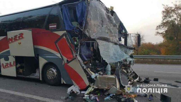 """""""Буквально засипав на ходу"""": Стали відомі нові подробиці про водія автобуса, який потрапив у ДТП з акторами «Дизель Шоу»"""