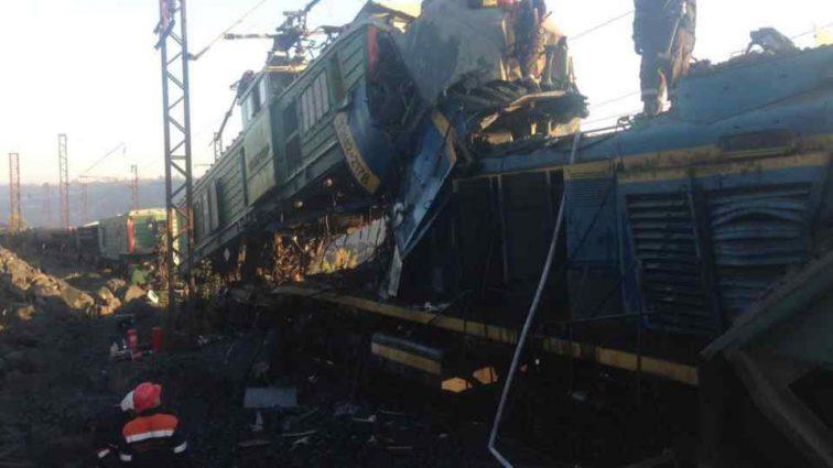 Моторошна аварія: На Дніпропетровщині зіткнулися два потяги,є жертви