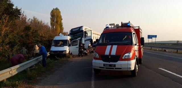 Моторошна ДТП на Черкащині: Маршрутка з дітьми зіткнулася з вантажівкою, перші подробиці