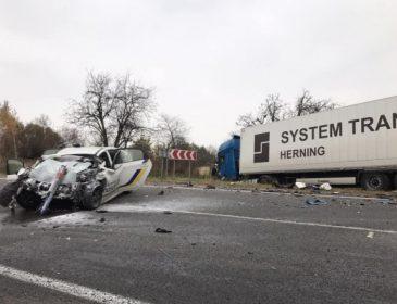 Смертельна ДТП на Львівщині: Фура на шаленій швидкості врізалась в авто поліцейських, є жертви