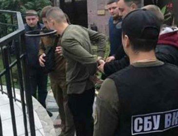 Розповсюджував наркотики: на Львівщині на солдата одягли наручники