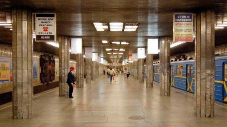 Пасажири були у пастці! У київському метро застряг цілий потяг