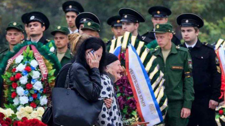 Скажений плач та оберемки квітів: У Керчі прощаються із загиблими внаслідок розстрілу й вибуху