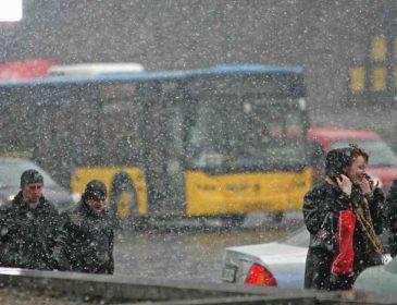 Витягайте пуховики: синоптики обіцяють на вихідні дощ, сніг та сонце