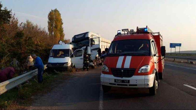 Не приходячи до тями: у жахливій аварії на Черкащині померла школярка