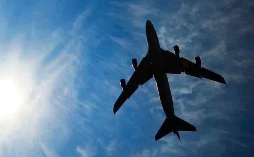 Пасажирський авіалайнер впав у море: моторошні подробиці інциденту