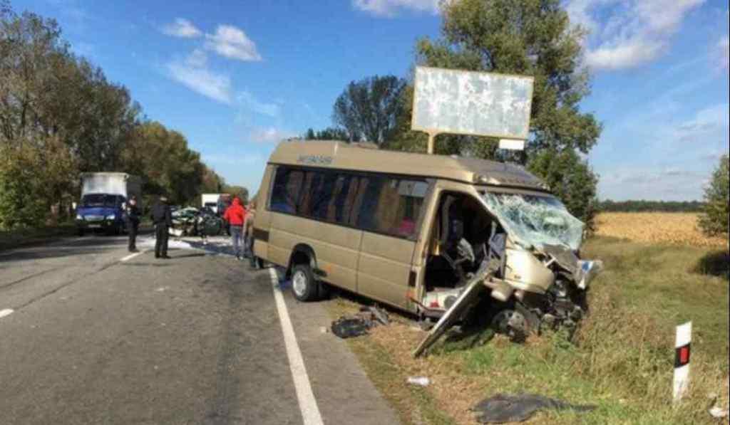 Мікроавтобуси потрапили в смертельну аварію: перші подробиці