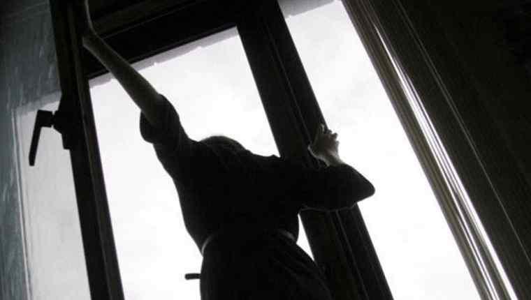Поки нікого не було викинулась з вікна пологового будинку: стало відомо причину вчинку породіллі, яка приголомшила всіх