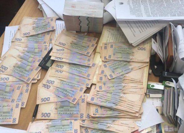 На хабарі в 650 тисяч гривень: В Києві затримали впливового чиновника