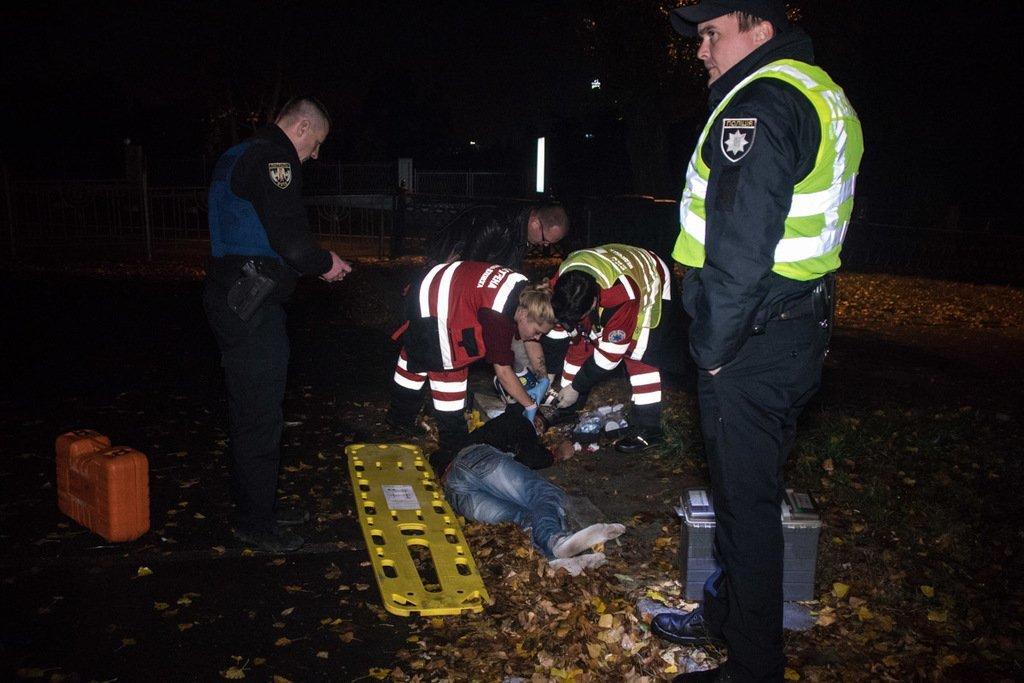 Від удару полетів за паркан: у центрі Києва поліція збила людину