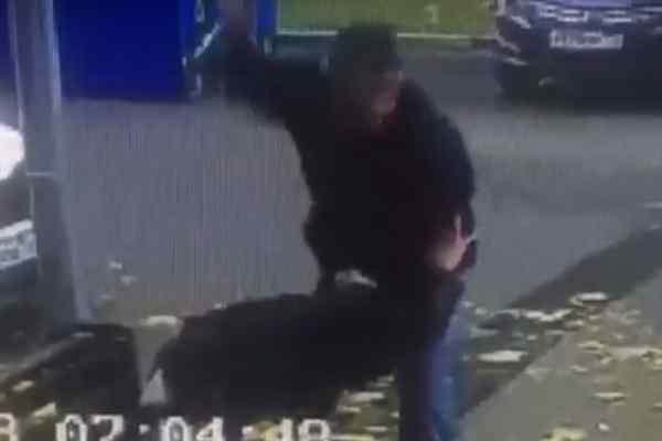 Нещадно пошматував ножем: жорстокий момент вбивства потрапив на відео