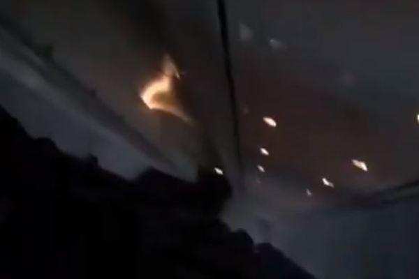 Пасажири до останнього молилися: з'явилися моторошні кадри з салону падаючого Boeing 737 за мить до аварії