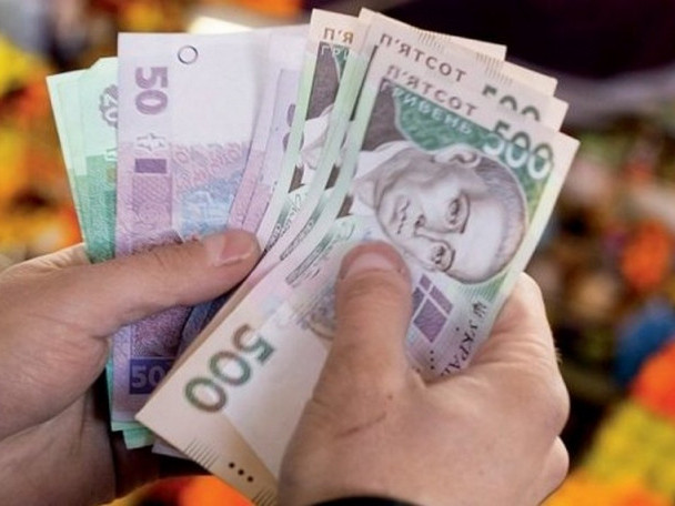 """Гроші роздадуть на """"руки"""": Кабмін готує нововведення, як працюватиме та, чи покращиться життя українців"""
