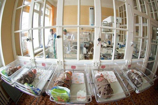 Народила дитину і вистрибнула з вікна: жахлива трагедія сколихнула все місто