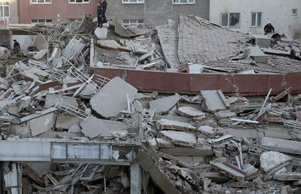 Трагедія в Мексиці: Завалився торговий центр, під завалами шукають людей, перші подробиці
