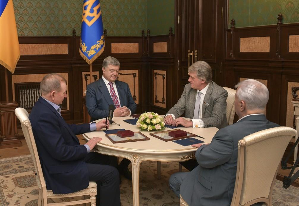 Кравчук, Кучма і Ющенко зробили важливу заяву через введення воєнного стану