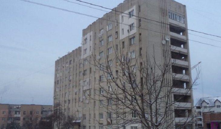 Знахідка підняла на вуха весь будинок: На Львівщині у вентиляційній шахті виявили тіло чоловіка