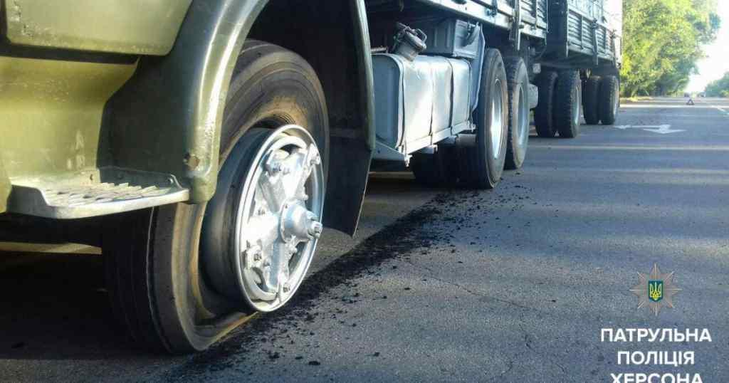 Моторошна ДТП на українській трасі: камаз збив дітей і втік